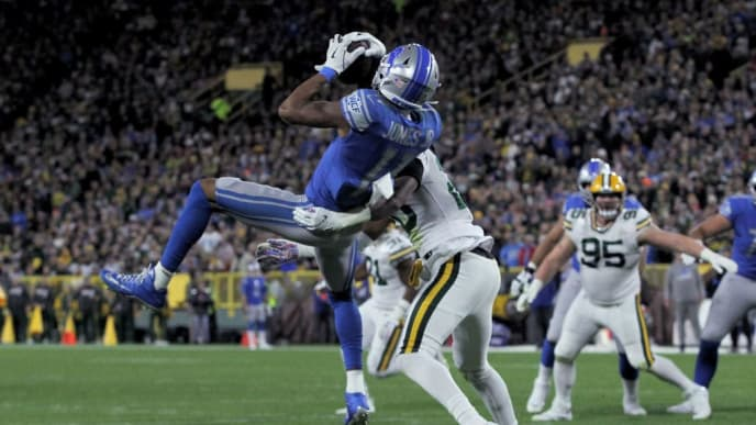 GREEN BAY, WISCONSIN - OCTOBER 14:  Marvin Jones Jr. #11 of the Detroit Lions makes a catch while being guarded by Kevin King #20 of the Green Bay Packers in the second quarter at Lambeau Field on October 14, 2019 in Green Bay, Wisconsin. (Photo by Dylan Buell/Getty Images)