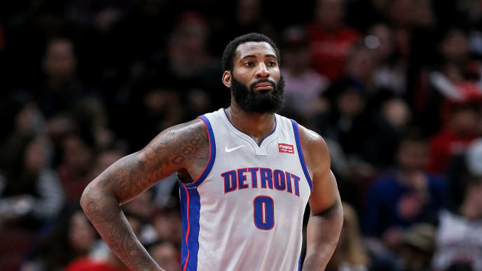 Andre Drummond durante una acción de juego entre Detroit Pistons y Chicago Bulls en la NBA 2019