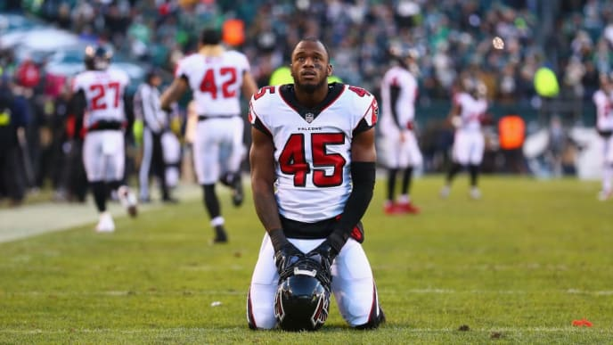 PHILADELPHIA, PA - JANUARY 13: Middle linebacker Deion Jones #45 of the Atlanta Falcons is seen on his knees before playing against the Philadelphia Eagles  in the NFC Divisional Playoff game at Lincoln Financial Field on January 13, 2018 in Philadelphia, Pennsylvania.  (Photo by Mitchell Leff/Getty Images)