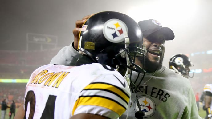 KANSAS CITY, MP - JANUARY 15: Head coach Mike Tomlin of the Pittsburgh Steelers congratulates wide receiver Antonio Brown #84 following the Steelers win against the Kansas City Chiefs in the AFC Divisional Playoff game at Arrowhead Stadium on January 15, 2017 in Kansas City, Missouri.  (Photo by Matthew Stockman/Getty Images)