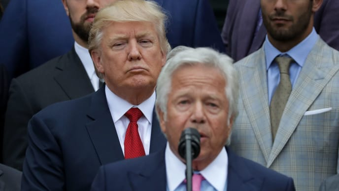 WASHINGTON, DC - APRIL 19:  New England Patriots owner Robert Kraft (C) delivers remarks during an event celebrating the team's Super Bowl win hosted by U.S. President Donald Trump on the South Lawn at the White House April 19, 2017 in Washington, DC. It was the team's fifth Super Bowl victory since 1960.  (Photo by Chip Somodevilla/Getty Images)