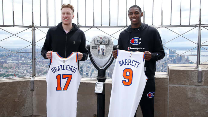 NEW YORK, NEW YORK - JUNE 21: ( L-R)  47th (Michigan) NBA draft pick Iggy Brazdeikis and 3rd (Duke) NBA draft pick, RJ Barrett visit the   Empire State Building as it hosts New York Knicks NBA draft picks on June 21, 2019 in New York City. (Photo by John Lamparski/Getty Images)