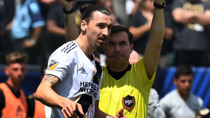 Zlatan Ibrahimovic from LA Galaxy (C) waits to be substituted in the second half against LAFC during their Major League Soccer (MLS) game at the StarHub Center in Los Angeles, California, on March 31, 2018. The 37 year old is playing his first game for the Los Angeles Galaxy.     / AFP PHOTO / Mark RALSTON        (Photo credit should read MARK RALSTON/AFP/Getty Images)