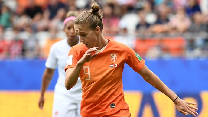 Netherlands' forward Vivianne Miedema plays the ball during the France 2019 Women's World Cup Group E football match between the Netherlands and Canada, on June 20, 2019, at the Auguste-Delaune Stadium in Reims, eastern France. (Photo by FRANCK FIFE / AFP)        (Photo credit should read FRANCK FIFE/AFP/Getty Images)