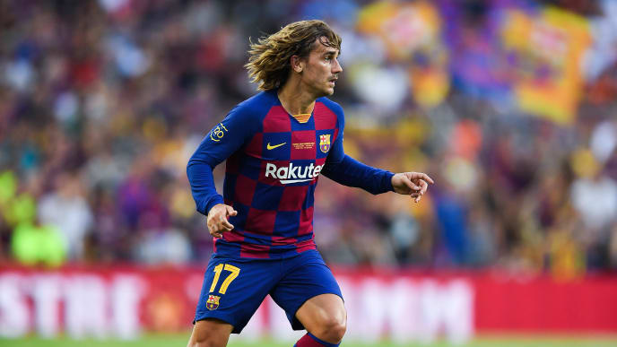 BARCELONA, SPAIN - AUGUST 04: Antoine Griezmann of FC Barcelona runs with the ball during the Joan Gamper trophy friendly match between FC Barcelona and Arsenal at Nou Camp on August 04, 2019 in Barcelona, Spain. (Photo by David Ramos/Getty Images)