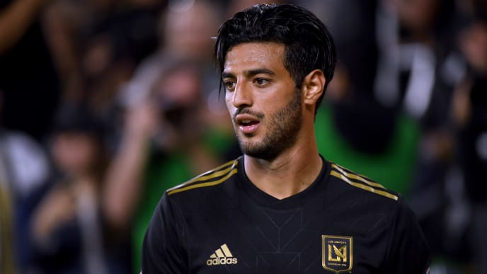 LOS ANGELES, CALIFORNIA - APRIL 13:  Carlos Vela #10 of Los Angeles FC reacts after earning a corner kick during a 2-0 win over FC Cincinnati at Banc of California Stadium on April 13, 2019 in Los Angeles, California. (Photo by Harry How/Getty Images)