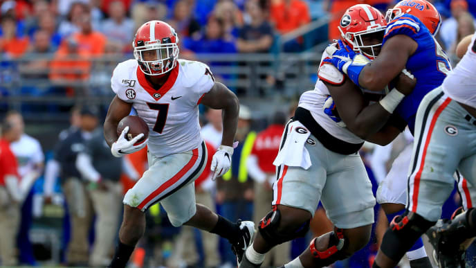 JACKSONVILLE, FLORIDA - NOVEMBER 02: D'Andre Swift #7 of the Georgia Bulldogs rushes during a game against the Florida Gators on November 02, 2019 in Jacksonville, Florida. (Photo by Mike Ehrmann/Getty Images)