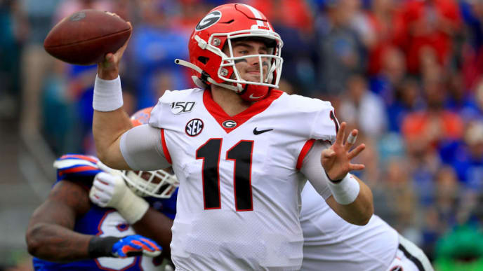 JACKSONVILLE, FLORIDA - NOVEMBER 02: Jake Fromm #11 of the Georgia Bulldogs passes during a game against the Georgia Bulldogs on November 02, 2019 in Jacksonville, Florida. (Photo by Mike Ehrmann/Getty Images)