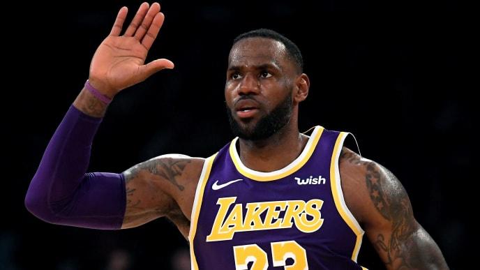 LeBron James continúa jugando al máximo nivel en su temporada 17
