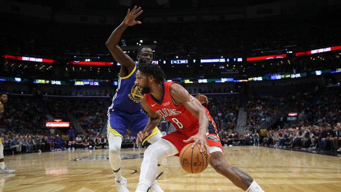 NEW ORLEANS, LOUISIANA - OCTOBER 28: Jahlil Okafor #8 of the New Orleans Pelicans drives the ball around Willie Cauley-Stein #2 of the Golden State Warriors at Smoothie King Center on October 28, 2019 in New Orleans, Louisiana. NOTE TO USER: User expressly acknowledges and agrees that, by downloading and/or using this photograph, user is consenting to the terms and conditions of the Getty Images License Agreement (Photo by Chris Graythen/Getty Images)