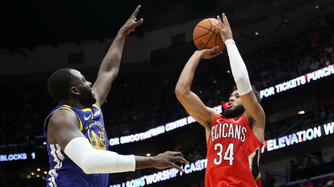 NEW ORLEANS, LOUISIANA - OCTOBER 28: Kenrich Williams #34 of the New Orleans Pelicans shoots the ball over Draymond Green #23 of the Golden State Warriors at Smoothie King Center on October 28, 2019 in New Orleans, Louisiana. NOTE TO USER: User expressly acknowledges and agrees that, by downloading and/or using this photograph, user is consenting to the terms and conditions of the Getty Images License Agreement (Photo by Chris Graythen/Getty Images)