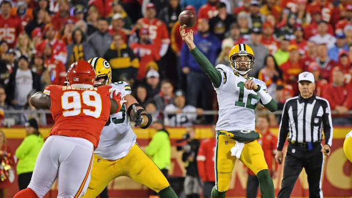 KANSAS CITY, MO - OCTOBER 27:  Quarterback Aaron Rodgers #12 of the Green Bay Packers throws a pass against the Kansas City Chiefs during the first quarter at Arrowhead Stadium on October 27, 2019 in Kansas City, Missouri. (Photo by Peter Aiken/Getty Images)