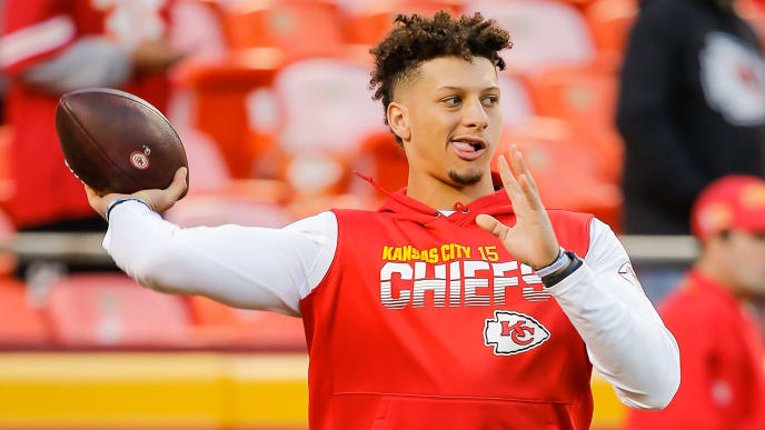 KANSAS CITY, MO - OCTOBER 27: Patrick Mahomes #15 of the Kansas City Chiefs throws practice passes during warmups prior to the game against the Green Bay Packers at Arrowhead Stadium on October 27, 2019 in Kansas City, Missouri. (Photo by David Eulitt/Getty Images)
