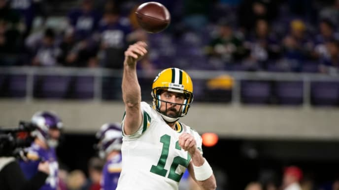MINNEAPOLIS, MN - NOVEMBER 25: Aaron Rodgers #12 of the Green Bay Packers warms up before the game against the Minnesota Vikings at U.S. Bank Stadium on November 25, 2018 in Minneapolis, Minnesota. (Photo by Stephen Maturen/Getty Images)
