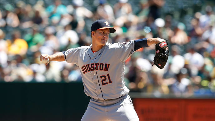 OAKLAND, CALIFORNIA - AUGUST 18: Zack Greinke #21 of the Houston Astros pitches in the top of the second inning against the Oakland Athletics at Ring Central Coliseum on August 18, 2019 in Oakland, California. (Photo by Lachlan Cunningham/Getty Images)