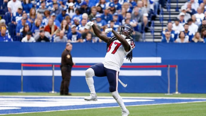 INDIANAPOLIS, INDIANA - OCTOBER 20: Darren Fells #87 of the Houston Texans celebrates after a play during the game against the Indianapolis Colts during the first quarter at Lucas Oil Stadium on October 20, 2019 in Indianapolis, Indiana. (Photo by Justin Casterline/Getty Images)