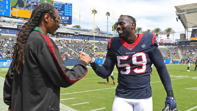CARSON, CA - SEPTEMBER 22: Rapper Snoop Dogg talks with outside linebacker Whitney Mercilus #59 of the Houston Texans before the game against the Los Angeles Chargers at Dignity Health Sports Park on September 22, 2019 in Carson, California. (Photo by Jayne Kamin-Oncea/Getty Images)