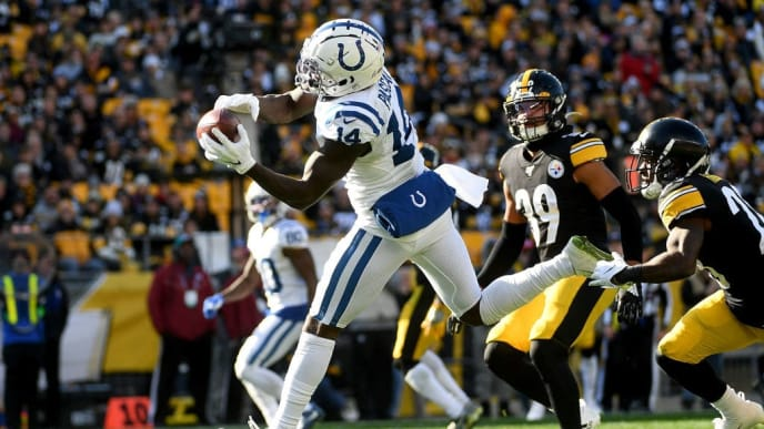 PITTSBURGH, PA - NOVEMBER 03: Zach Pascal #14 of the Indianapolis Colts makes a catch for a 14-yard touchdown reception in the second quarter during the game against the Pittsburgh Steelers at Heinz Field on November 3, 2019 in Pittsburgh, Pennsylvania. (Photo by Justin Berl/Getty Images)