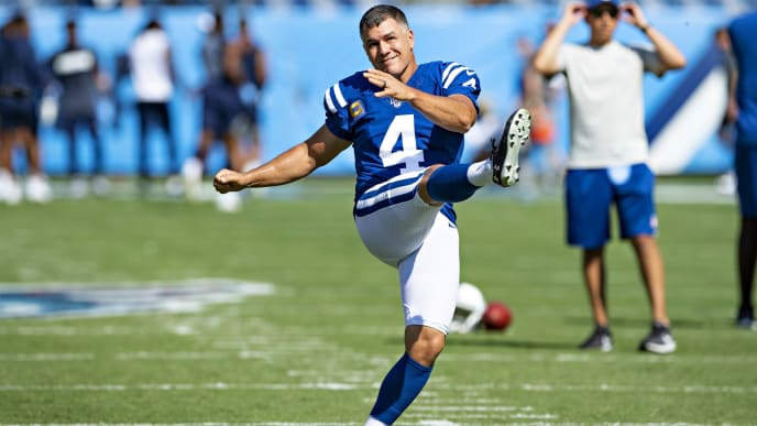 NASHVILLE, TN - SEPTEMBER 15:  Adam Vinatieri #4 of the Indianapolis Colts warms up before a game against the Tennessee Titans at Nissan Stadium on September 15, 2019 in Nashville,Tennessee.   (Photo by Wesley Hitt/Getty Images)