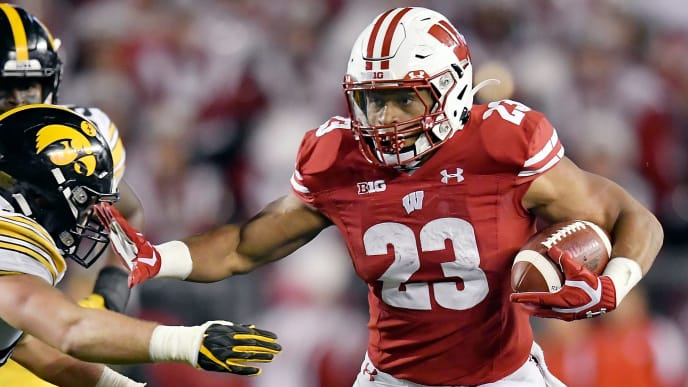 Football Bowl Games 2020.Oregon Vs Wisconsin Spread Odds Line Over Under Betting