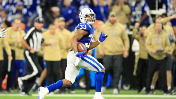 INDIANAPOLIS, INDIANA - NOVEMBER 17:   Jonathan Williams #33 of the Indianapolis Colts runs with the ball during the game against the Jacksonville Jaguars at Lucas Oil Stadium on November 17, 2019 in Indianapolis, Indiana. (Photo by Andy Lyons/Getty Images)