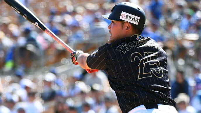 GLENDALE, AZ - MARCH 19:  Yoshitomo Tsutsugo #25 of Japan hits the double during the exhibition game between Japan and Los Angeles Dodgers at Camelback Ranch on March 19, 2017 in Glendale, Arizona.  (Photo by Masterpress/Getty Images)