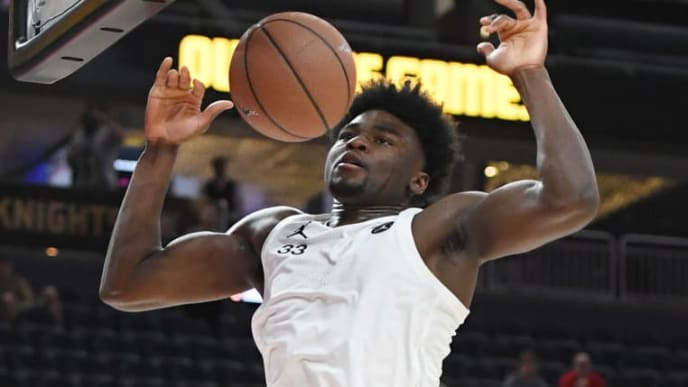 LAS VEGAS, NEVADA - APRIL 20:  Isaiah Stewart #33 dunks during the Jordan Brand Classic boys high school all-star basketball game at T-Mobile Arena on April 20, 2019 in Las Vegas, Nevada.  (Photo by Ethan Miller/Getty Images)