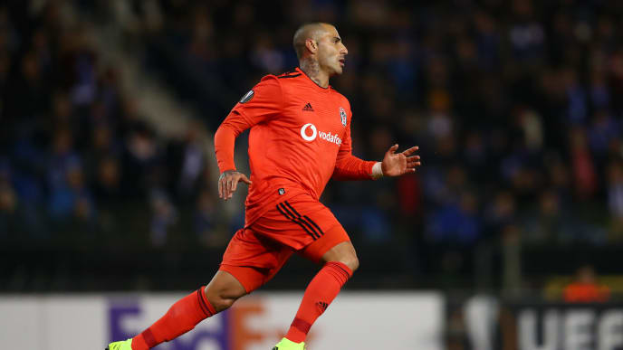 GENK, BELGIUM - NOVEMBER 08:  Ricardo Quaresma of Besiktas celebrates as he scores his team's first goal during the UEFA Europa League Group I match between KRC Genk and Besiktas at Cristal Arena on November 8, 2018 in Genk, Belgium.  (Photo by Dean Mouhtaropoulos/Getty Images)