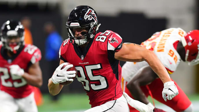 ATLANTA, GA - AUGUST 17: Eric Saubert #85 of the Atlanta Falcons runs with a catch against the Kansas City Chiefs during a preseason game at Mercedes-Benz Stadium on August 17, 2018 in Atlanta, Georgia. (Photo by Scott Cunningham/Getty Images)
