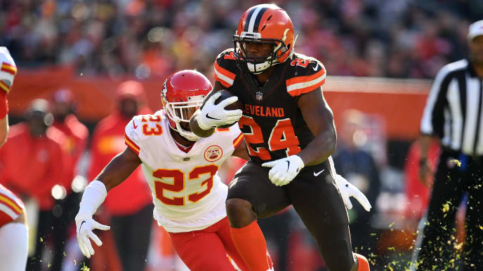 CLEVELAND, OH - NOVEMBER 04:  Nick Chubb #24 of the Cleveland Browns carries the ball in front of Kendall Fuller #23 of the Kansas City Chiefs during the second quarter at FirstEnergy Stadium on November 4, 2018 in Cleveland, Ohio. (Photo by Jason Miller/Getty Images)