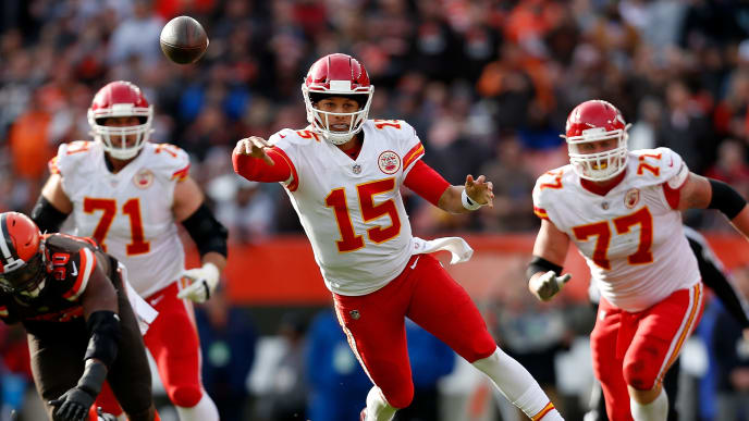 CLEVELAND, OH - NOVEMBER 04:  Patrick Mahomes #15 of the Kansas City Chiefs throws a pass during the third quarter against the Cleveland Browns at FirstEnergy Stadium on November 4, 2018 in Cleveland, Ohio. (Photo by Kirk Irwin/Getty Images)