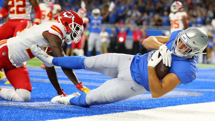 DETROIT, MICHIGAN - SEPTEMBER 29: T.J. Hockenson #88 of the Detroit Lions scores a touchdown against Bashaud Breeland #21 of the Kansas City Chiefs in the first quarter of the game at Ford Field on September 29, 2019 in Detroit, Michigan. (Photo by Gregory Shamus/Getty Images)