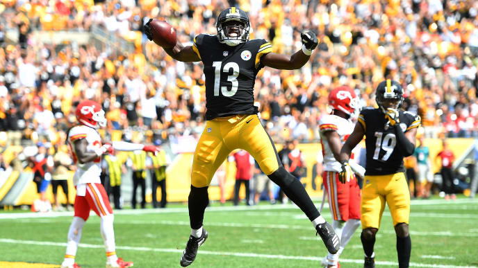 PITTSBURGH, PA - SEPTEMBER 16: James Washington #13 of the Pittsburgh Steelers celebrates after a 14 yard touchdown reception in the first half during the game against the Kansas City Chiefs at Heinz Field on September 16, 2018 in Pittsburgh, Pennsylvania. (Photo by Joe Sargent/Getty Images)