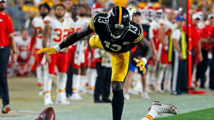 PITTSBURGH, PA - AUGUST 17:  Mark Fields #26 of the Kansas City Chiefs breaks up a pass to James Washington #13 of the Pittsburgh Steelers during a preseason game at Heinz Field on August 17, 2019 in Pittsburgh, Pennsylvania.  (Photo by Justin K. Aller/Getty Images)