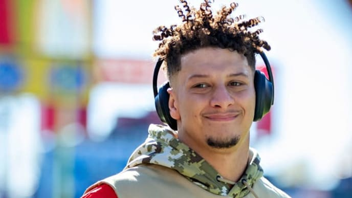 NASHVILLE, TN - NOVEMBER 10:  Patrick Mahomes #15 of the Kansas City Chiefs waves to a fan as he runs off the field before a game against the Tennessee Titans at Nissan Stadium on November 10, 2019 in Nashville, Tennessee.  The Titans defeated the Chiefs 35-32.  (Photo by Wesley Hitt/Getty Images)