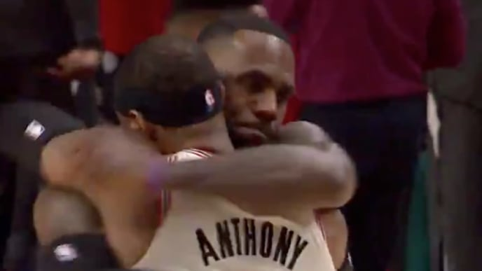 LeBron James and Carmelo Anthony hug ahead of Blazers-Lakers
