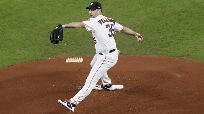 HOUSTON, TX - OCTOBER 13:  Justin Verlander #35 of the Houston Astros pitches in the first inning during game two of the American League Championship Series against the New York Yankees at Minute Maid Park on October 13, 2019 in Houston, Texas.  (Photo by Tim Warner/Getty Images)