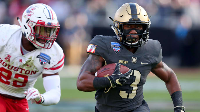 FORT WORTH, TEXAS - DECEMBER 22: Jordan Asberry #3 of the Army Black Knights carries the ball against Austin Robinson #22 of the Houston Cougars in the first quarter of the Lockheed Martin Armed Forces Bowl at Amon G. Carter Stadium on December 22, 2018 in Fort Worth, Texas. (Photo by Tom Pennington/Getty Images)