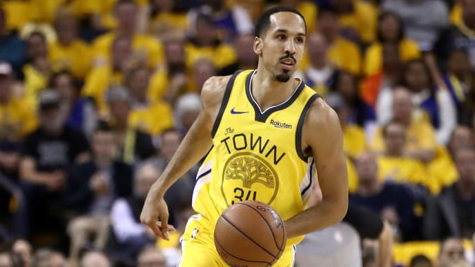 OAKLAND, CALIFORNIA - APRIL 15:  Shaun Livingston #34 of the Golden State Warriors in action against the LA Clippers during Game Two of the first round of the 2019 NBA Western Conference Playoffs at ORACLE Arena on April 15, 2019 in Oakland, California.  NOTE TO USER: User expressly acknowledges and agrees that, by downloading and or using this photograph, User is consenting to the terms and conditions of the Getty Images License Agreement.  (Photo by Ezra Shaw/Getty Images)