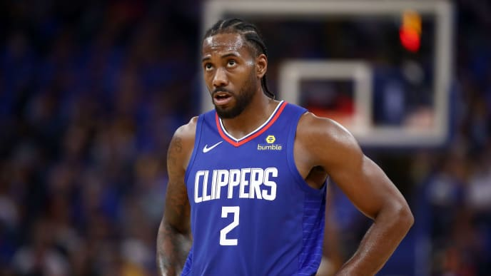 SAN FRANCISCO, CALIFORNIA - OCTOBER 24:   Kawhi Leonard #2 of the LA Clippers stands on the court during their game against the Golden State Warriors at Chase Center on October 24, 2019 in San Francisco, California.  NOTE TO USER: User expressly acknowledges and agrees that, by downloading and or using this photograph, User is consenting to the terms and conditions of the Getty Images License Agreement. (Photo by Ezra Shaw/Getty Images)