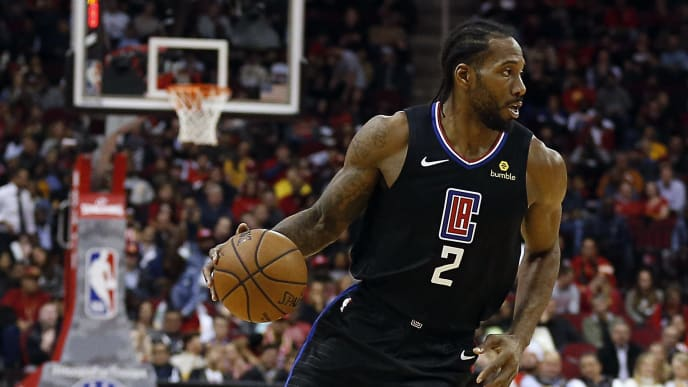HOUSTON, TEXAS - NOVEMBER 13: Kawhi Leonard #2 of the Los Angeles Clippers during game action against the Houston Rockets at Toyota Center on November 13, 2019 in Houston, Texas. NOTE TO USER: User expressly acknowledges and agrees that, by downloading and/or using this photograph, user is consenting to the terms and conditions of the Getty Images License Agreement.  (Photo by Bob Levey/Getty Images)