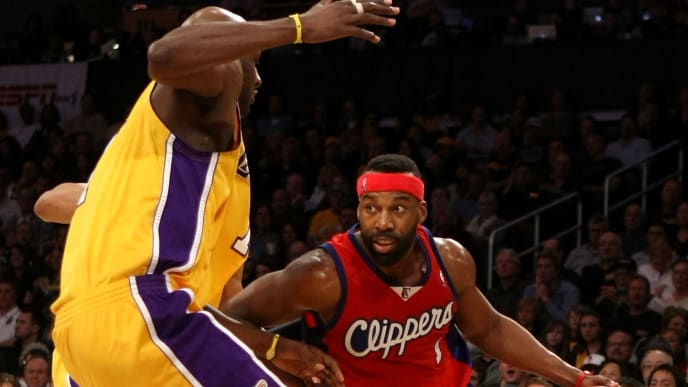 LOS ANGELES, CA - JANUARY 15:  Baron Davis #1 of the Los Angeles Clippers drives against Lamar Odom #7 of the Los Angeles Lakers during the game on January 15, 2010 at Staples Center in Los Angeles, California. The Lakers won 126-86. NOTE TO USER: User expressly acknowledges and agrees that, by downloading and/or using this Photograph, user is consenting to the terms and conditions of the Getty Images License Agreement.  (Photo by Stephen Dunn/Getty Images)