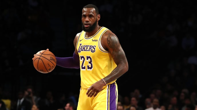 NEW YORK, NEW YORK - DECEMBER 18:  LeBron James #23 of the Los Angeles Lakers dribbles upcourt against the Brooklyn Nets during their game at the Barclays Center on December 18, 2018 in New York City. (Photo by Al Bello/Getty Images)