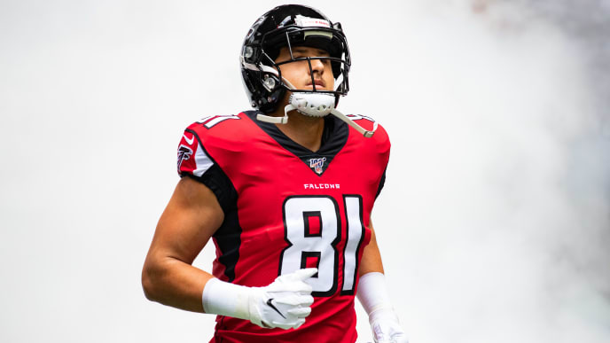 ATLANTA, GA - OCTOBER 20: Austin Hooper #81 of the Atlanta Falcons takes the field prior to a game against the Los Angeles Rams at Mercedes-Benz Stadium on October 20, 2019 in Atlanta, Georgia. (Photo by Carmen Mandato/Getty Images)