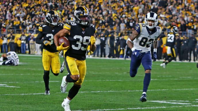 PITTSBURGH, PA - NOVEMBER 10:  Minkah Fitzpatrick #39 of the Pittsburgh Steelers recovers a fumble for a 43 yard touchdown in the first half against the Los Angeles Rams on November 10, 2019 at Heinz Field in Pittsburgh, Pennsylvania.  (Photo by Justin K. Aller/Getty Images)