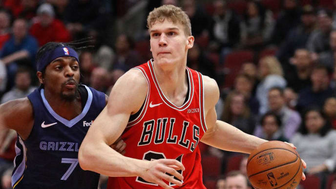 CHICAGO, ILLINOIS - FEBRUARY 13: Lauri Markkanen #24 of the Chicago Bulls drives past Justin Holiday #7 of the Memphis Grizzlies at the United Center on February 13, 2019 in Chicago, Illinois. The Bulls defeated the Grizzlies 122-110. NOTE TO USER: User expressly acknowledges and agrees that, by downloading and or using this photograph, User is consenting to the terms and conditions of the Getty Images License Agreement.  (Photo by Jonathan Daniel/Getty Images)