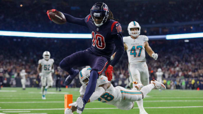 HOUSTON, TX - OCTOBER 25:  DeAndre Hopkins #10 of the Houston Texans catches a pass and runs for a touchdown in the fourth quarter defended by Bobby McCain #28 of the Miami Dolphins at NRG Stadium on October 25, 2018 in Houston, Texas.  (Photo by Tim Warner/Getty Images)