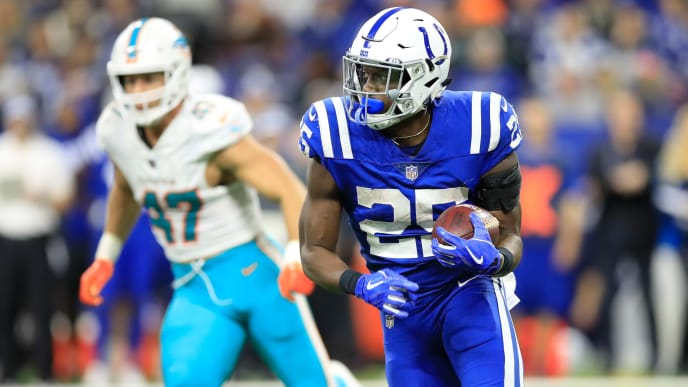 INDIANAPOLIS, IN - NOVEMBER 25: Marlon Mack #25 of the Indianapolis Colts runs the ball in the game against the Miami Dolphins at Lucas Oil Stadium on November 25, 2018 in Indianapolis, Indiana.  (Photo by Andy Lyons/Getty Images)