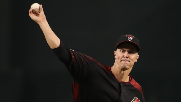 PHOENIX, ARIZONA - JULY 20:  Starting pitcher Zack Greinke #21 of the Arizona Diamondbacks throws a warm-up pitch during the first inning of the MLB game against the Milwaukee Brewers at Chase Field on July 20, 2019 in Phoenix, Arizona. (Photo by Christian Petersen/Getty Images)