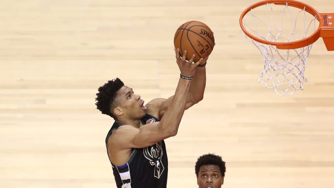TORONTO, ONTARIO - MAY 25: Giannis Antetokounmpo #34 of the Milwaukee Bucks shoots the ball during the second half against the Toronto Raptors in game six of the NBA Eastern Conference Finals at Scotiabank Arena on May 25, 2019 in Toronto, Canada. NOTE TO USER: User expressly acknowledges and agrees that, by downloading and or using this photograph, User is consenting to the terms and conditions of the Getty Images License Agreement. (Photo by Claus Andersen/Getty Images)